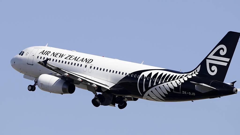 Die neuseeländische Fluggesellschaft Air New Zealand schränkt ihre internationalen Flüge ein. Damit soll sichergestellt werden, dass die Quarantäne-Stationen im Zuge der Corona-Pandemie nicht überfüllt sind. (Archivbild)