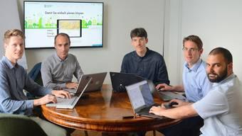 Das versammelte Geoimpact-Team bei der Arbeit (v. l.): David Suter, Gründer Leo Sasso, Thilo Weber, Peter Robineau und Giuseppe Caponetto.