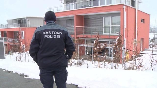 Der verdächtige Vater aus Niederlenz springt im Gefängnis in Lenzburg über ein Treppengeländer und stirbt. «Uns war bekannt, dass er suizidgefährdet ist, sagt Sandra Zuber, Sprecherin der Aargauer Staatsanwaltschaft.