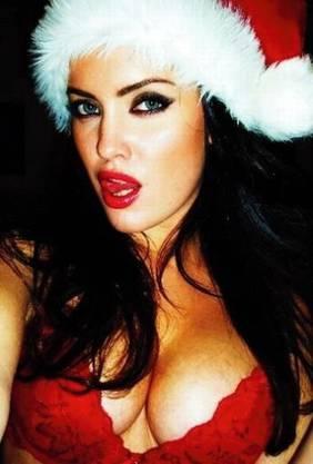 Auch Stars ie Megan Fox haben sich schon ins Weihnachts-Köstum(chen) gestürzt..