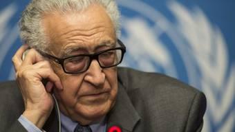 UNO-Vermittler Lakhdar Brahimi vor den Medien in Genf