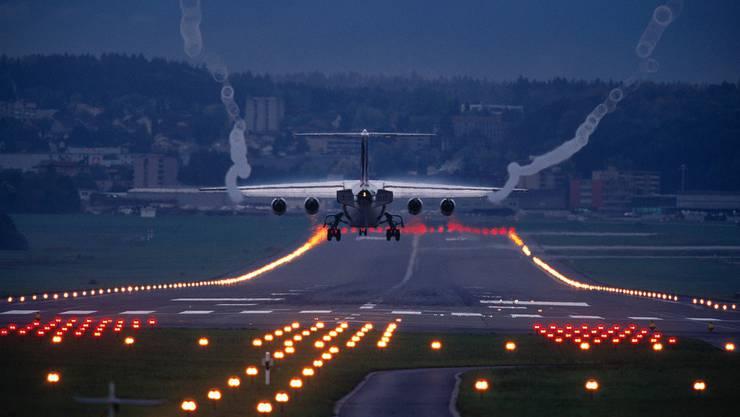 Flughafen Zürich: Die Zurzibieter und Zürcher, die zur IG-Nord gehören, haben Einsprache gegen das Gesuch des Flughafens für das Betriebsreglement 2014 erhoben.  (Symbolbild)
