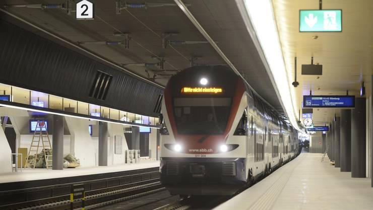 Bitte (noch) nicht einsteigen: Die SBB testen den neuen Bahnhof Löwenstrasse, bis er am 15. Juni definitiv in Betrieb geht.