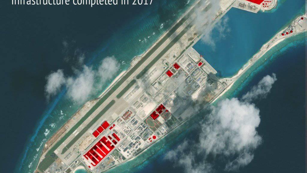 Bei der rot gekennzeichneten Fläche handelt es sich um neue, 2017 fertiggestellte militärische Anlagen Chinas im Südchinesischen Meer.