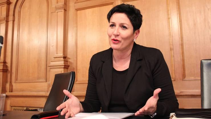 FDP-Nationalrätin Daniela Schneeberger verteidigt Vorgehen und Prognosen der Baselbieter Regierung.