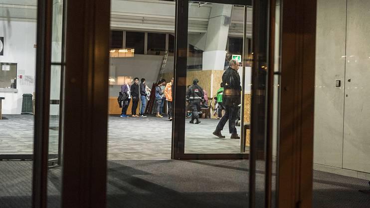 Ermittlungen vor Ort der Kantonspolizei: Auseinandersetzung zwischen Asylsuchenden im Übergangszentrum in Zürich-Oerlikon