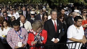 Schweigeminute vor dem Pentagon im Gedenken an die Opfer der Terroranschläge in New York und Washington am 11. September 2001.