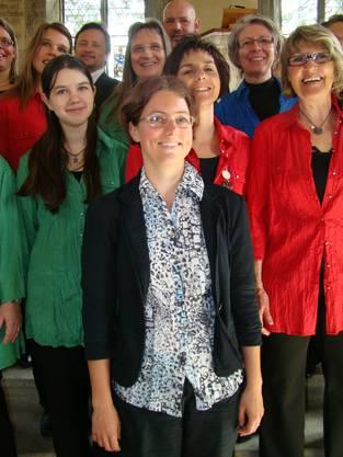 : Die neue Dirigentin Corinne Neeser (vorne) mit einigen ihrer Rejoice-Sängerinnen und -Sängern.