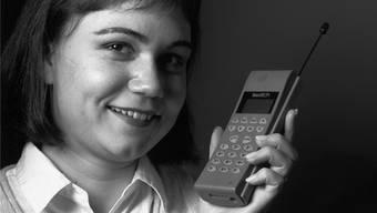 Als Telefone noch Antennen hatten, musste sich noch niemand um das Datenvolumen sorgen. Heute ist das anders. STR/KEYSTONE