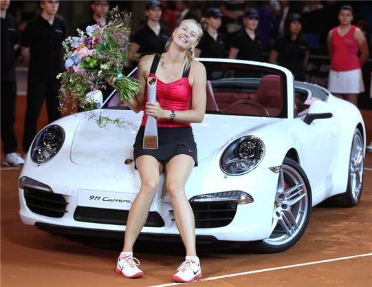Scharapowa mit ihrem neuen Wagen