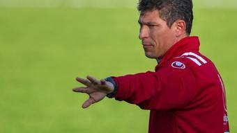 Krassimir Balakov dirigiert die Spieler. (Archivaufnahme)