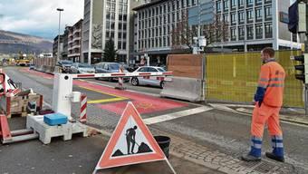 Eine Barriere verhindert ab heute die sowieso verbotene Durchfahrt auf der Busspur Richtung Aarburg.