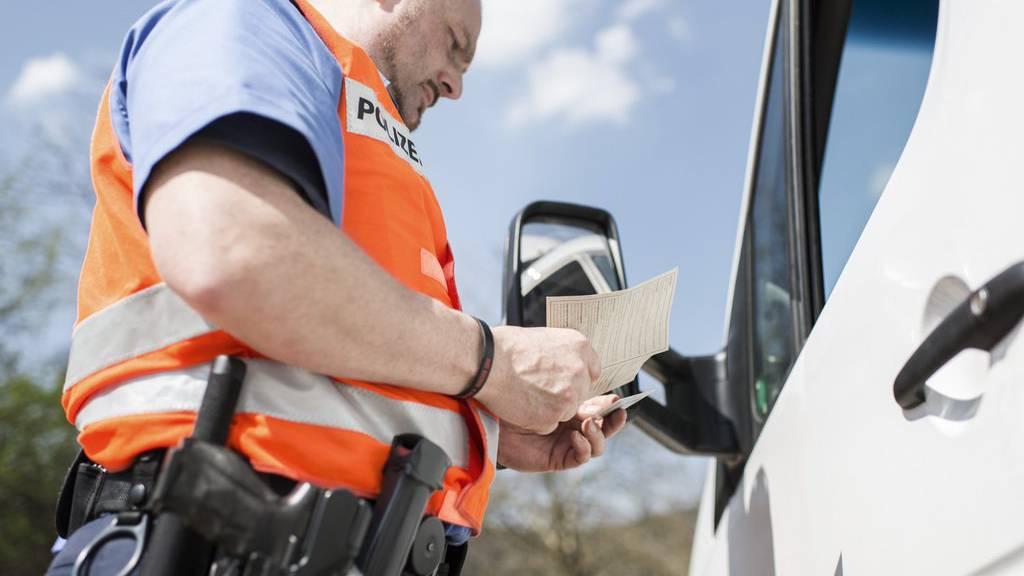 Führerschein für eine Nacht: Ein 23-Jähriger muss in Wil seinen Ausweis gleich wieder abgeben