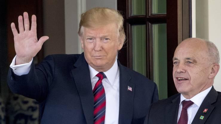 Donald Trump empfing im Mai Bundespräsident Ueli Maurer im Weissen Haus. Nun beglückwünscht der US-Präsident die Schweizer Bevölkerung zum Nationalfeiertag. (Archivbild)