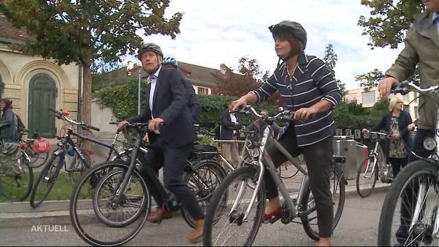 Verkehrsministerin macht sich für die Velo-Vorlage stark