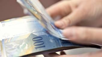 Fälscher haben am Winzerfest mit einer falschen 100-Franken-Note gezahlt. (Symbolbild)