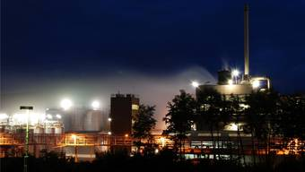 Beim Unfall in der CABB AG in Pratteln trat ätzende und stark Nebel bildende Chemikalie aus. (Symboldbild)