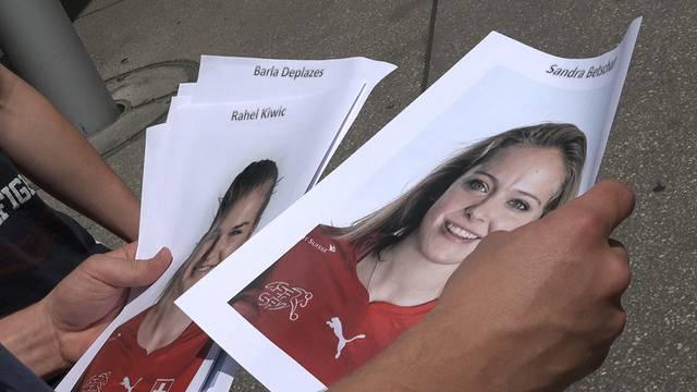Strassenumfrage: Sandra Betschart ist die schönste Schweizer Fussballerin.
