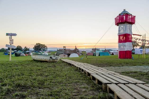 Der Leuchtturm und der Lagerplatz in der Abendstimmung