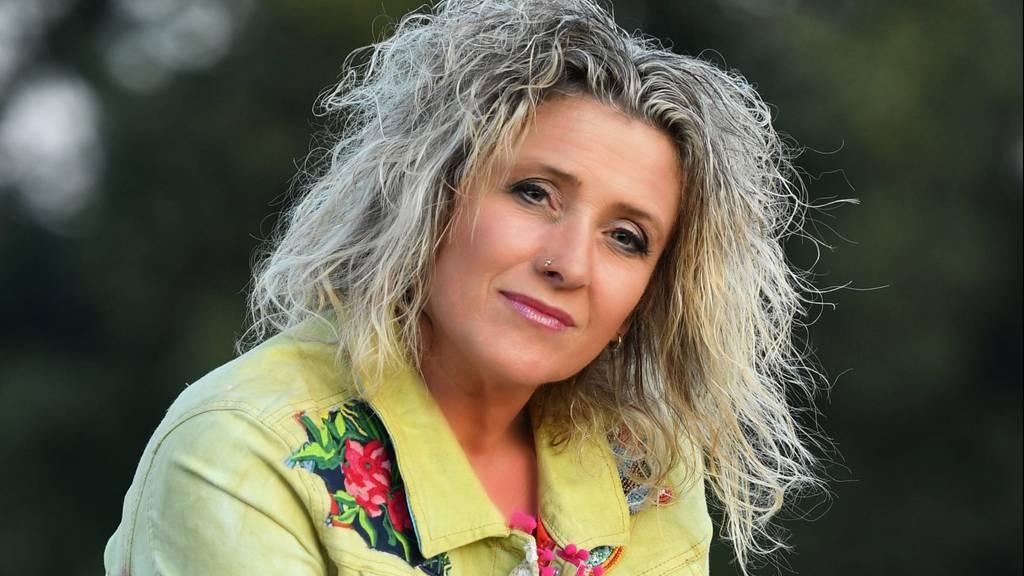 Daniela Alfinito freut sich über drei Charts-Platzierungen