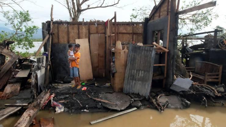 Verwüstung, die der Taifun in Polangui in der Provinz Albay angerichtet hat, südöstlich der philippinischen Hauptstadt Manila.