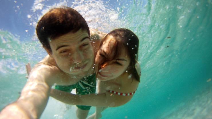 Unterwasserselfie in Sardinien an der Costa Smeralda von Michael Müller (26) und Corinne Wyser (25), Oftringen.