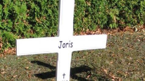 Die Grabstelle von Joris. Hier wurde das tot aufgefundene Baby in aller Stille beerdigt.