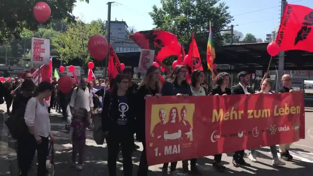 Ruth Müri (Grüne) und Cédric Wermuth (Sozialdemokraten) laufen beide am 1. Mai-Umzug in Baden mit.