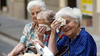 Für betagte Menschen ist die Hitze besonders gefährlich. (Symbolbild)