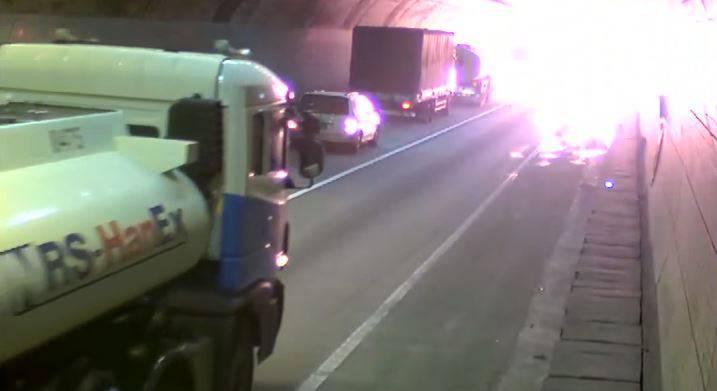 Der Unfall des Grauens: Lastwagenladung explodiert in Tunnel