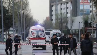 Zugang zum Polizei-Hauptquartier in Istanbul wird abgeriegelt