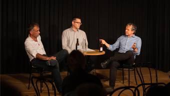 Rémy Wyssmann (links) und Philipp Hadorn (rechts) beantworten Fragen von Radiomann Marco Jäggi.