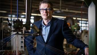Mammut-Chef Rolf Schmid in der Seilproduktion des Unternehmens.