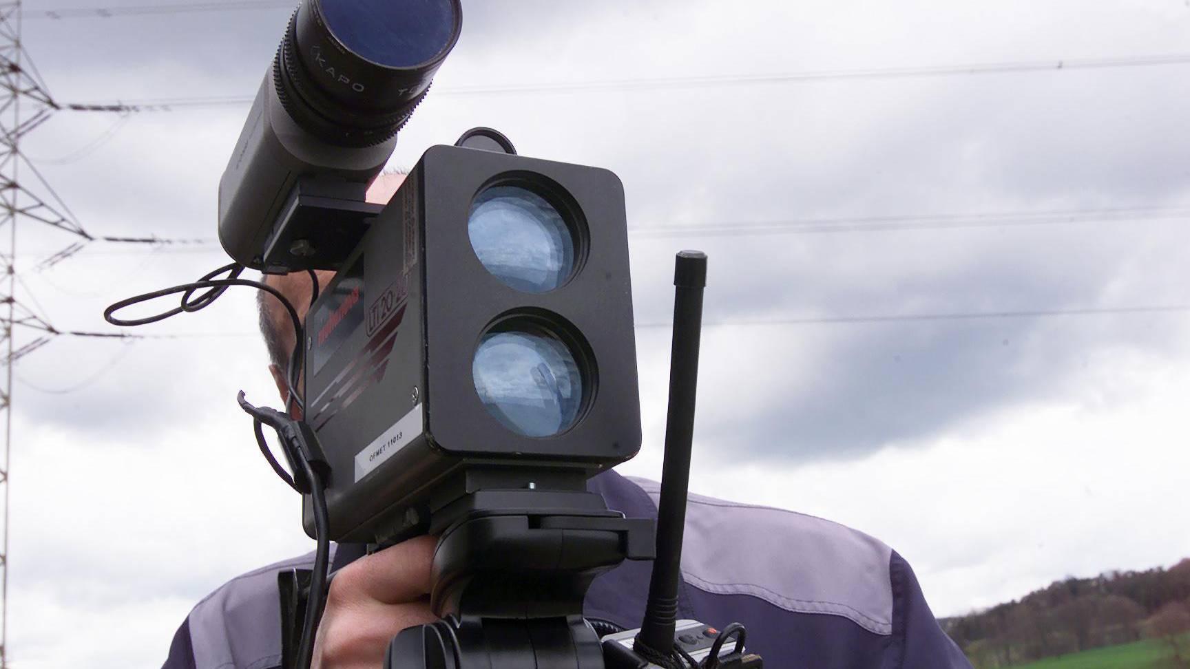 Ein Lasergerät der Kantonspolizei St.Gallen hat am Donnerstag auf dem Ricken zwei Raser registriert. (Symbolbild)