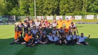 Die Spieler des FC Black Stars bejubeln ihren Aufstieg - und die Krönung der historischen Saison der «Schwarzen Sterne».