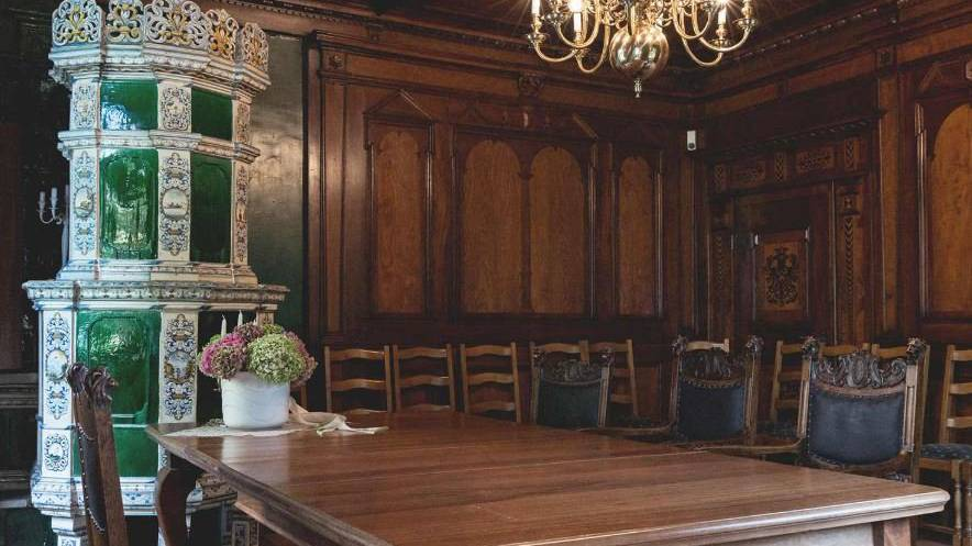 Das Intarsienzimmer auf Schloss Seeburg ist für Hochzeiten sehr beliebt.
