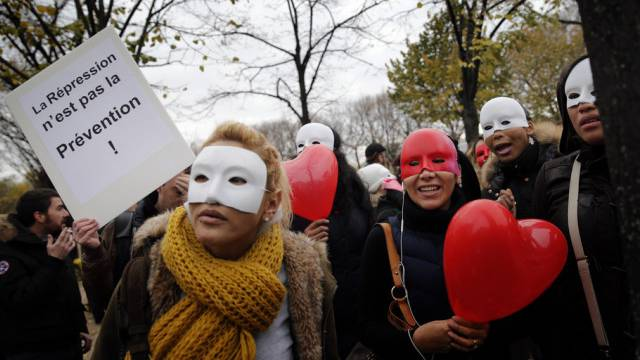 Prostituierte protestieren in Paris gegen das neuen Gesetz