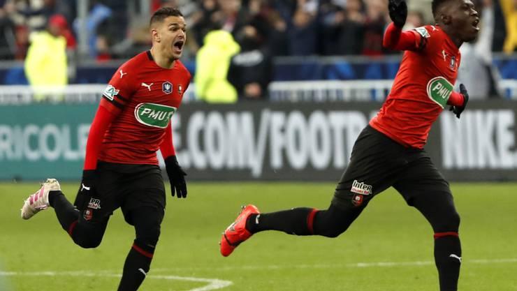 Die Sensation ist geschafft: Rennes' Spieler Hatem Ben Arfa (links) und Ismaila Sarr rennen los