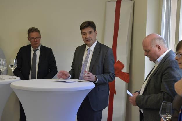Stadtpräsident François Scheidegger, links Landammann Roland Fürst, rechts Kantonsbaumeister Bernhard Mäusli