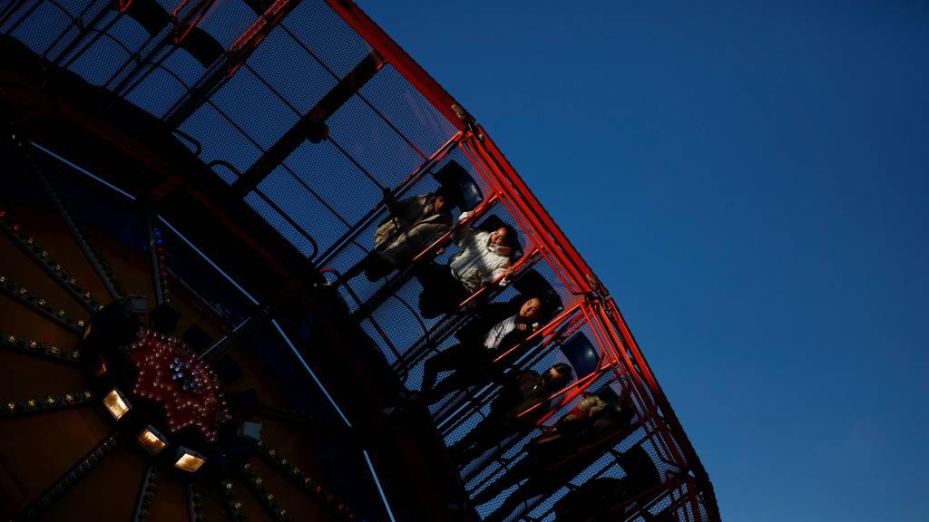 Sehen rot: Die Schweizer Schausteller und Marktfahrer – im Symbolbild die Chilbi Baar – leiden seit Ende Februar unter dem Verbot von Grossanlässen.