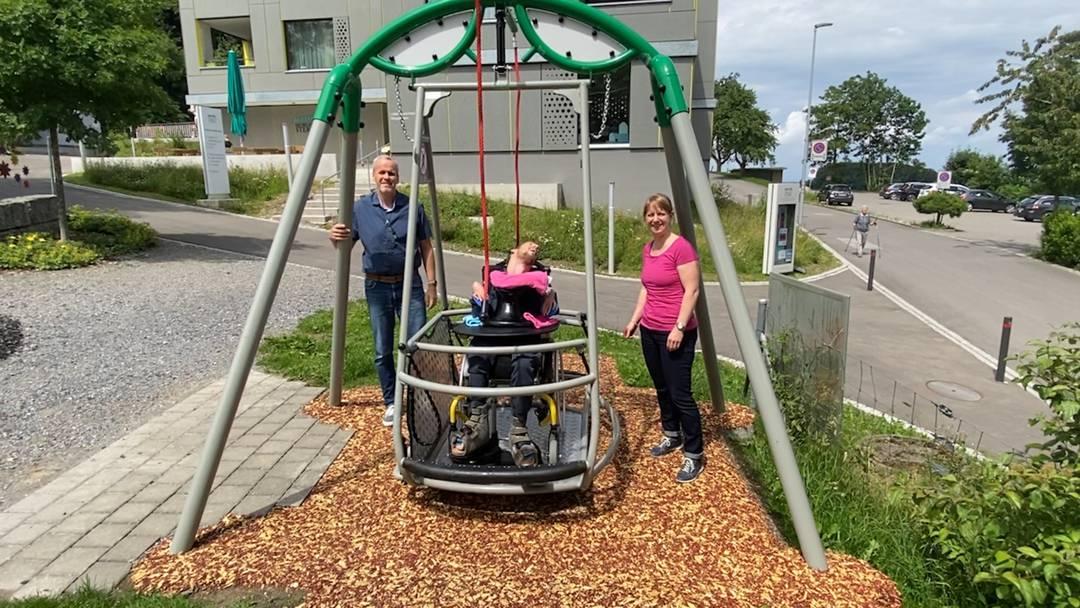 «Es macht Freude, eine tolle Sache»: So sieht die neue Rollstuhl-Schaukel beim Haus Morgenstern aus