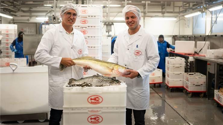 Nachhaltigkeit liegt den Cousins Luca (links) und Dario Bianchi am Herzen– Schweizer Fisch ist deshalb ein wichtiges Produkt im Sortiment.