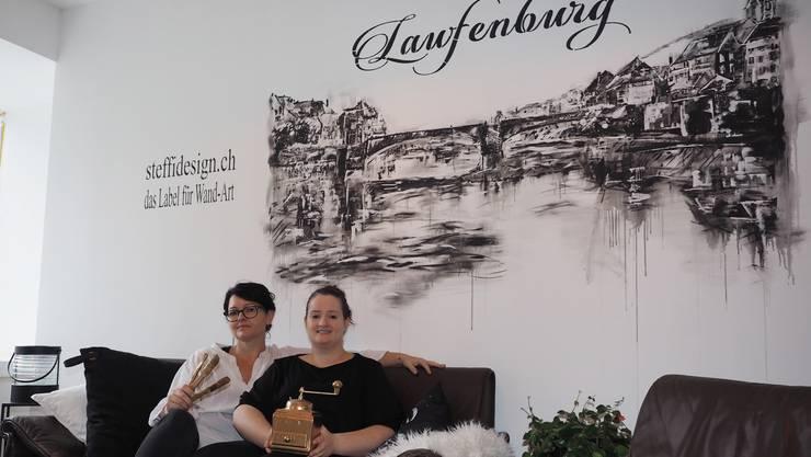 Stephanie Bürgin Ammann (links) und Denise Soares de Carvalho freuen sich auf die Eröffnung.