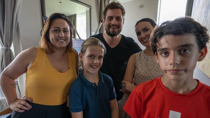Schüler und Lehrerin der Swiss School live im Ufsteller-Studio
