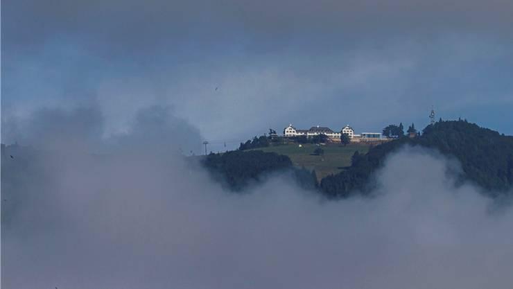 Das Hotel Weissenstein mit seinen von weither sichtbaren Lichtern auf den Dächern. Bild: Hanspeter Bärtschi