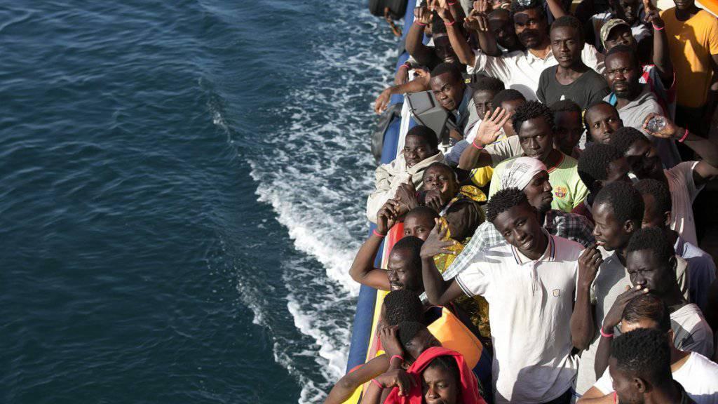 Von Nichtregierungsorganisationen (NGO) aufgenommene Flüchtlinge im Mittelmeer (Archiv)