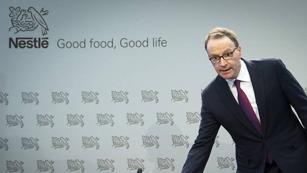 Nestlé-Konzernchef Ulf Mark Schneider profitiert davon, dass in der Coronapandemie mehr Lebensmittel gekauft werden werden: Der Umsatz des Nahrungsmittelmultis stieg auch im zweiten Quartal wieder flott an. (Archivbild)