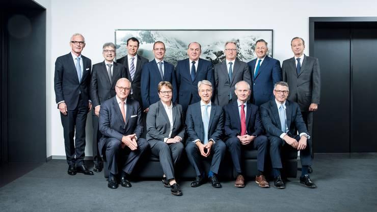 Ist UBS-VRP Axel Weber (Mitte, hintere Reihe) in der Bankiervereinigung zu dominant?  Guy Lachappelle (4. v.l.)  verlässt ihn nun mit Raiffeisen.