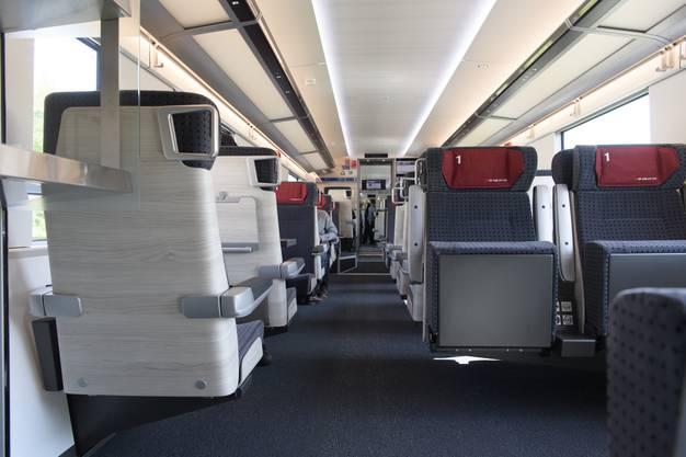 """Ein 1. Klasse-Abteil des neuen Hochgeschwindigkeitszuges """"Giruno""""."""