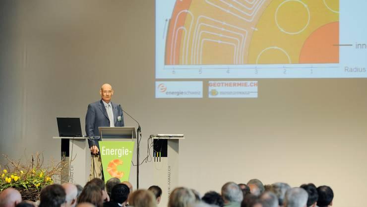 Grosse Hoffnung: Mark Eberhard erläutert vor 380 Zuhörerinnen und Zuhörern das Potenzial der Geothermie (Emanuel Freudiger)